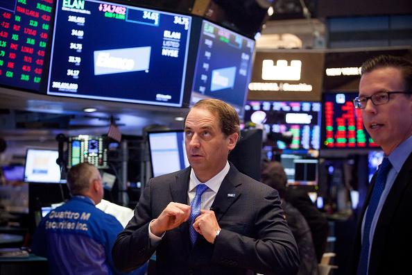 Wall Street cierra con pérdidas tras alza de intereses