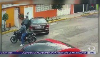 Captan momento en que ladrones roban un vehículo en Ecatepec