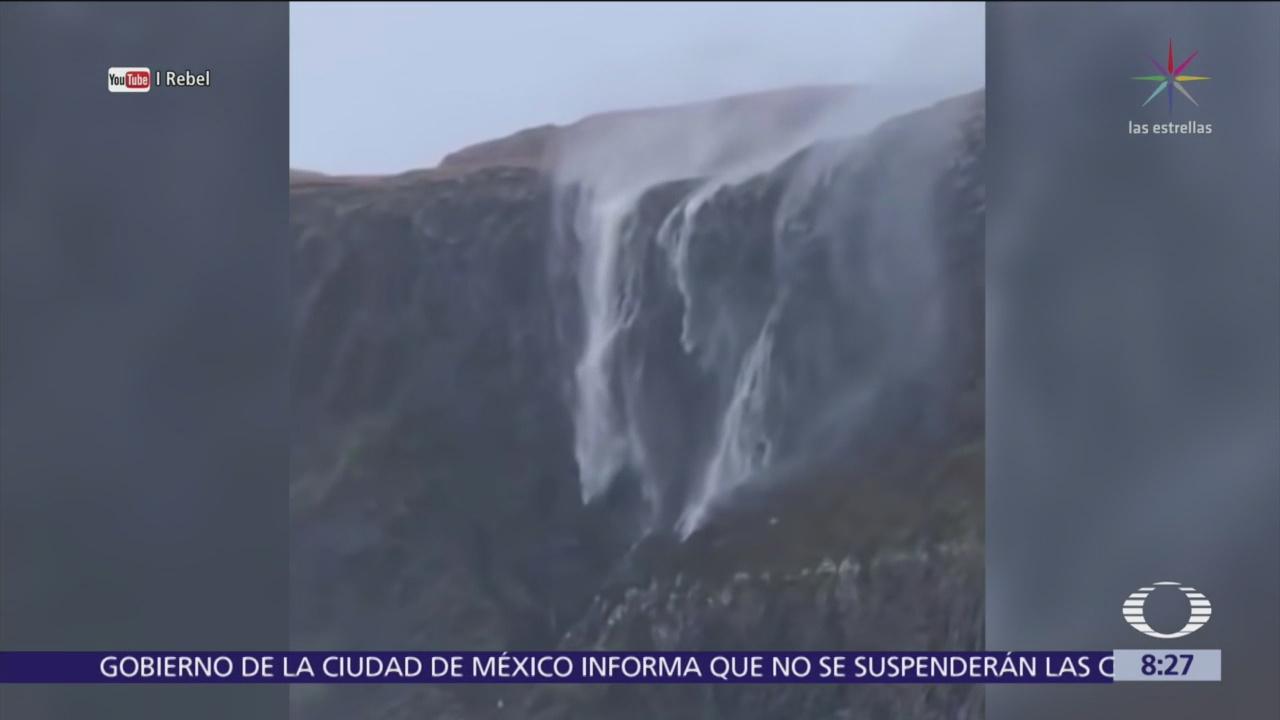 Captan una cascada invertida en Escocia