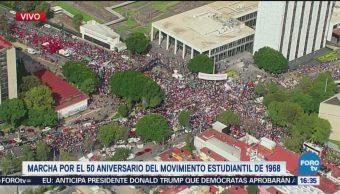 Contingente del IPN espera para integrarse a la marcha