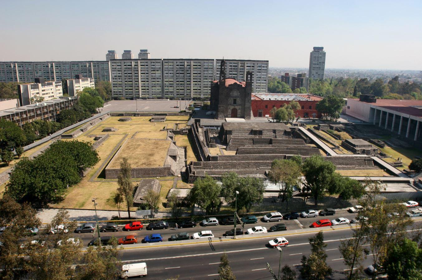 ¿Cual es la historia de la Plaza de las Tres Culturas?