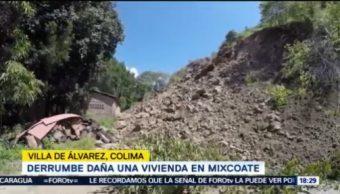 Familia se salva de derrumbe en Mixcoate, Colima