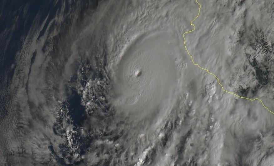 Huracán Willa alcanza categoría 5 con vientos de 260 km/hr