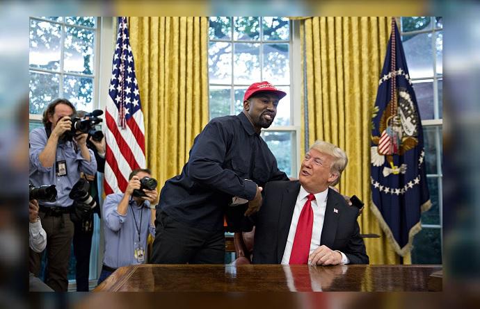 Kanye West se reúne con Trump y lo describe como 'un héroe'