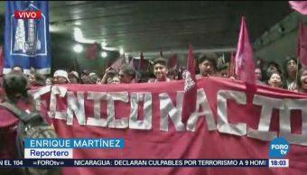 Manifestantes del IPN participan en la marcha por el 2 de octubre