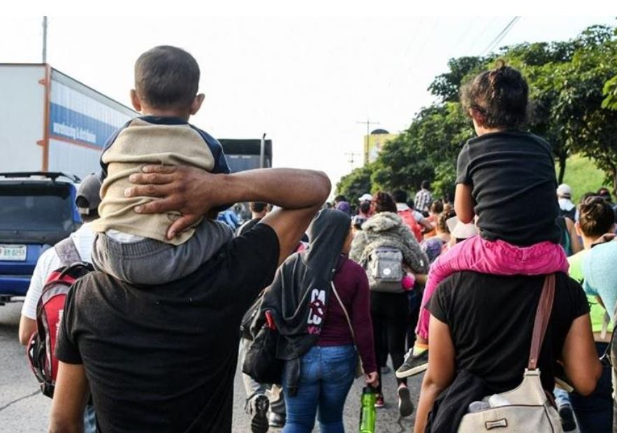 caravana migrantes hondureños viaja frontera sur de mexico