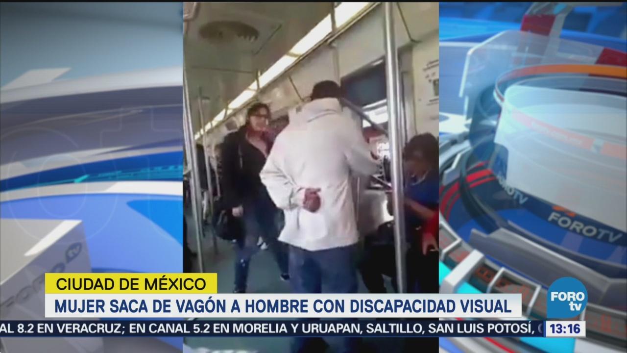 Mujer saca a hombre con discapacidad visual del Metro CDMX