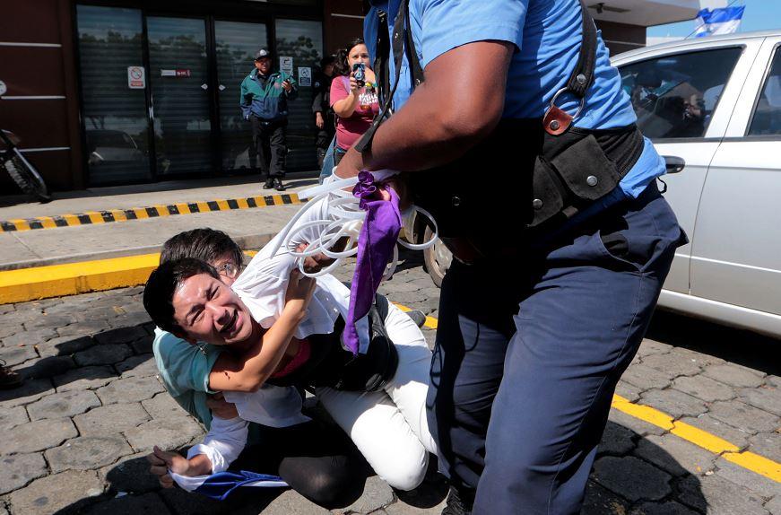 Policía de Nicaragua reprime a opositores que pretendían protestar