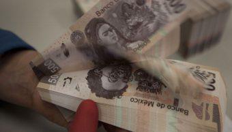 Peso mexicano y BMV extienden pérdidas ante cancelación