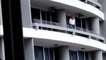 Mujer cae desde el piso 27 de un edificio por tomarse una selfie