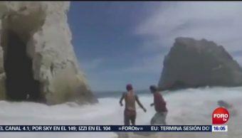 Turistas se aventuran al mar y son rescatados en Los Cabos
