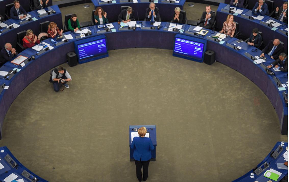Angela Merkel habla ante el Parlamento Europeo. (EFE)