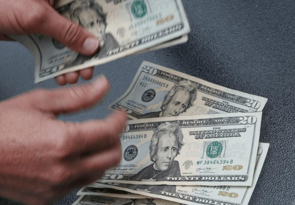 Dólar se vende en 20.45 pesos en bancos CDMX