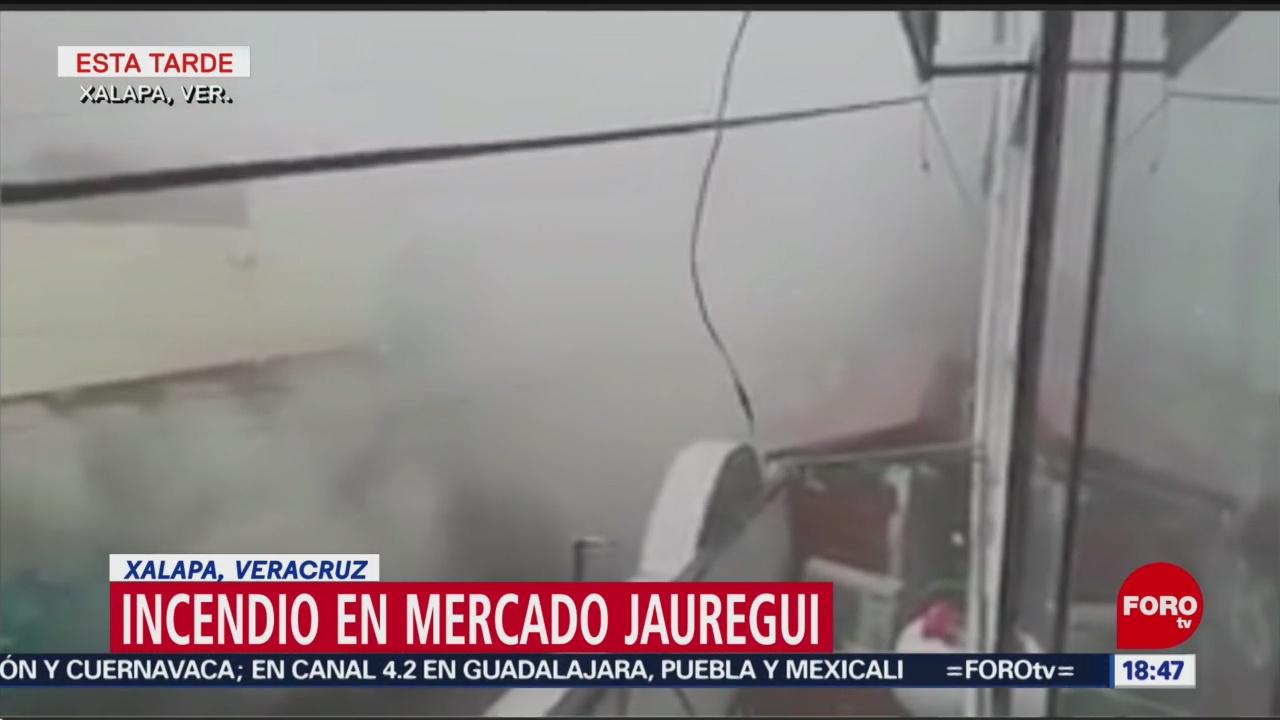 Bomberos atienden incendio en mercado de Xalapa