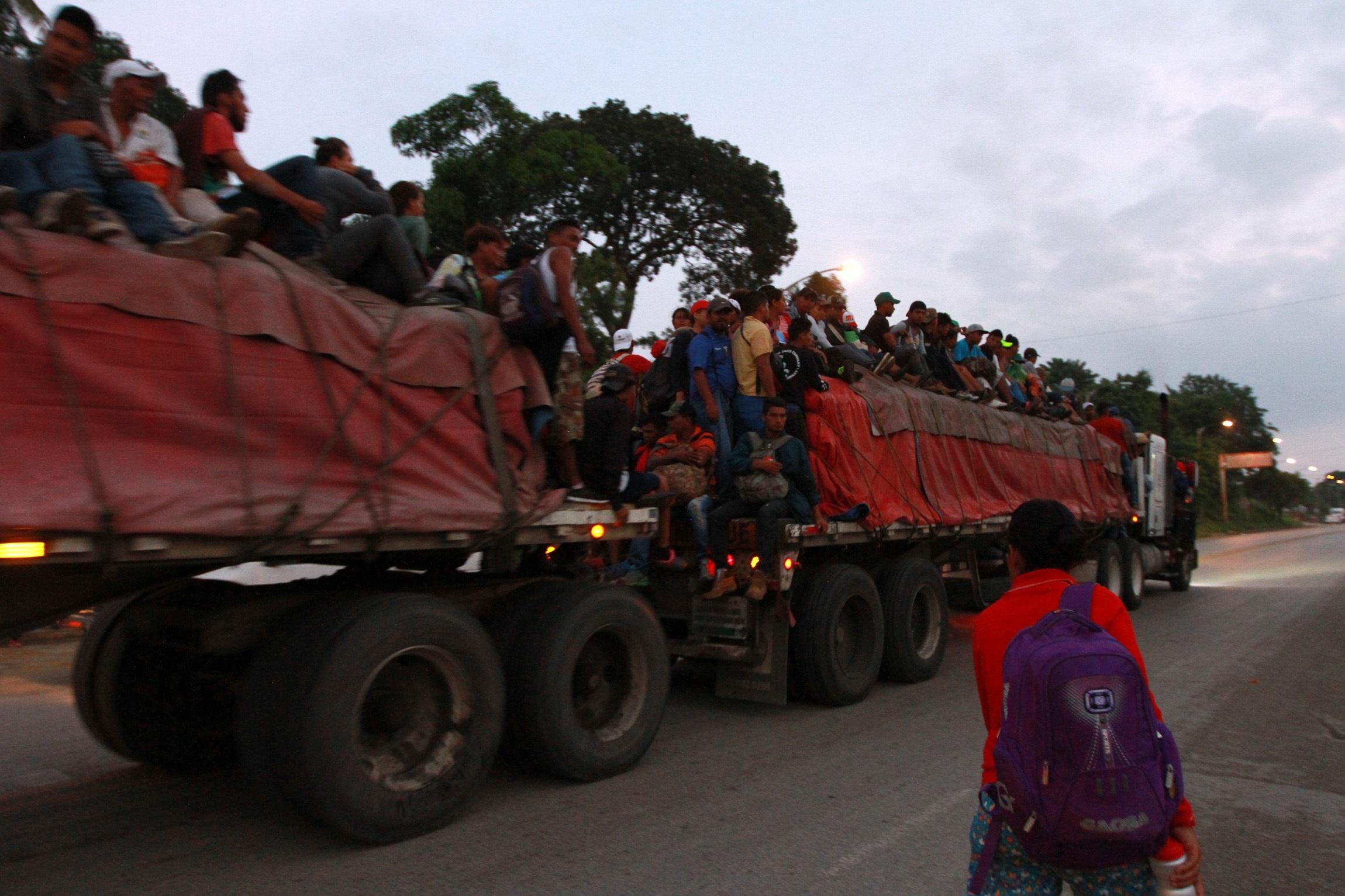 Caravana migrante, en Sayula y Acayucan, Veracruz