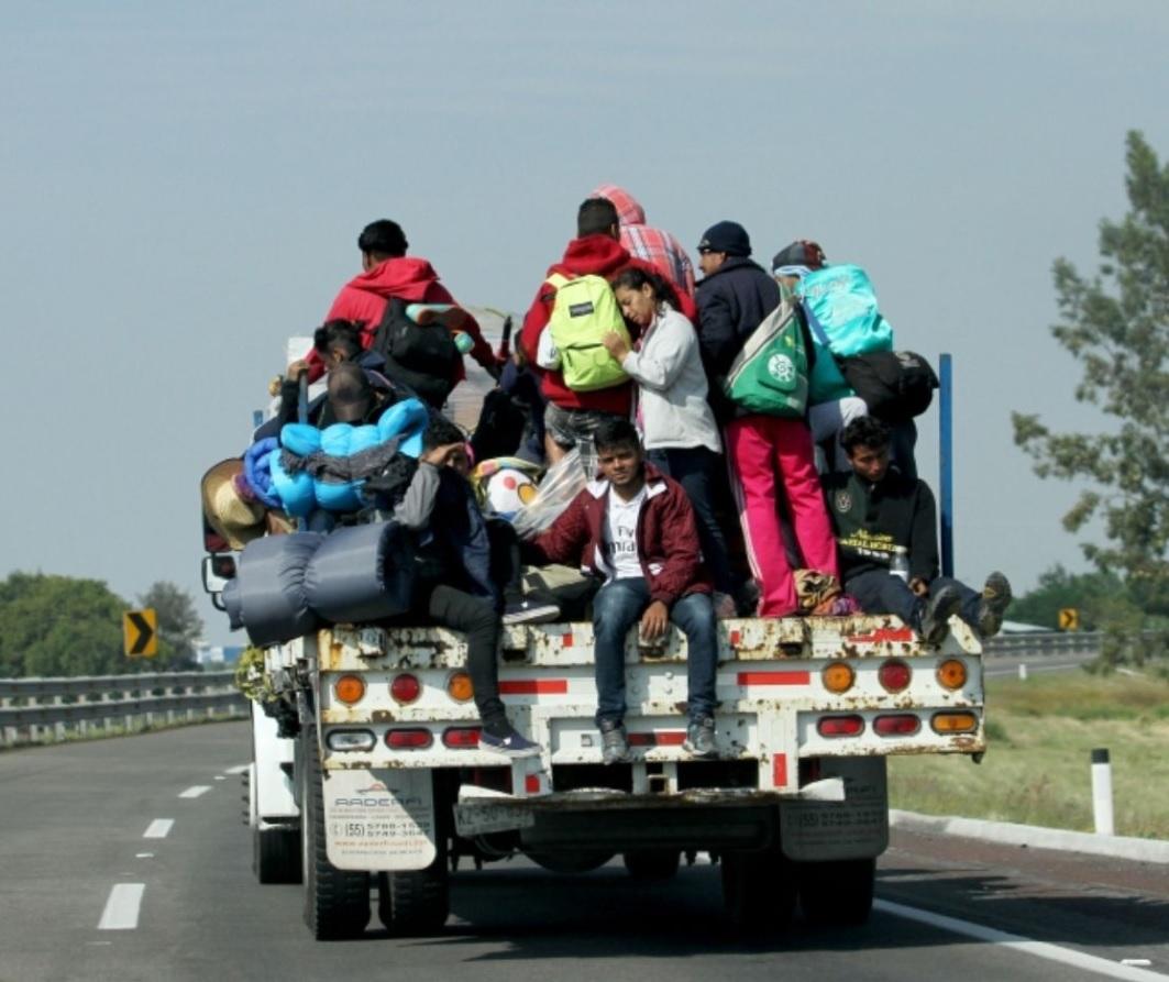 Caravana migrante inicia marcha de Irapuato rumbo a Guadalajara