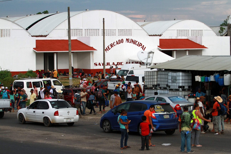 Caravana migrante sale de Oaxaca; llega a Sayula, Veracruz