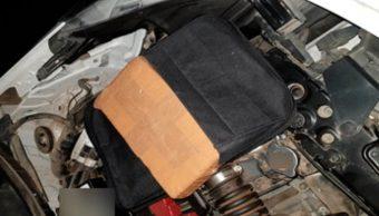 Encuentran cocaína oculta en la salpicadera de un automóvil, en Tecate, BC