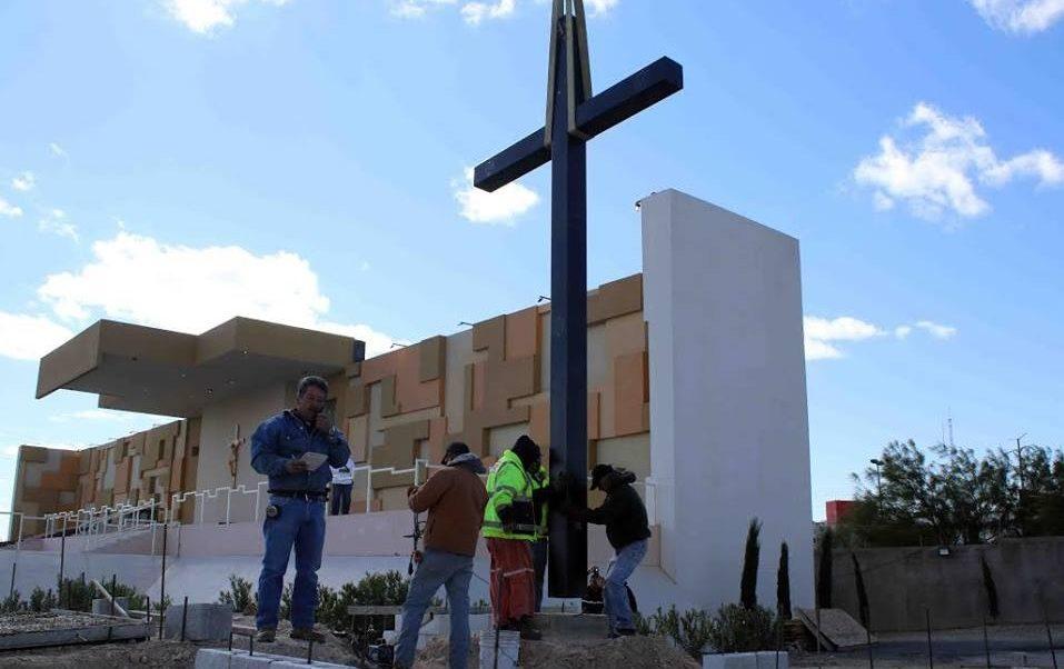 Reubican cruz en honor a migrantes en Ciudad Juárez
