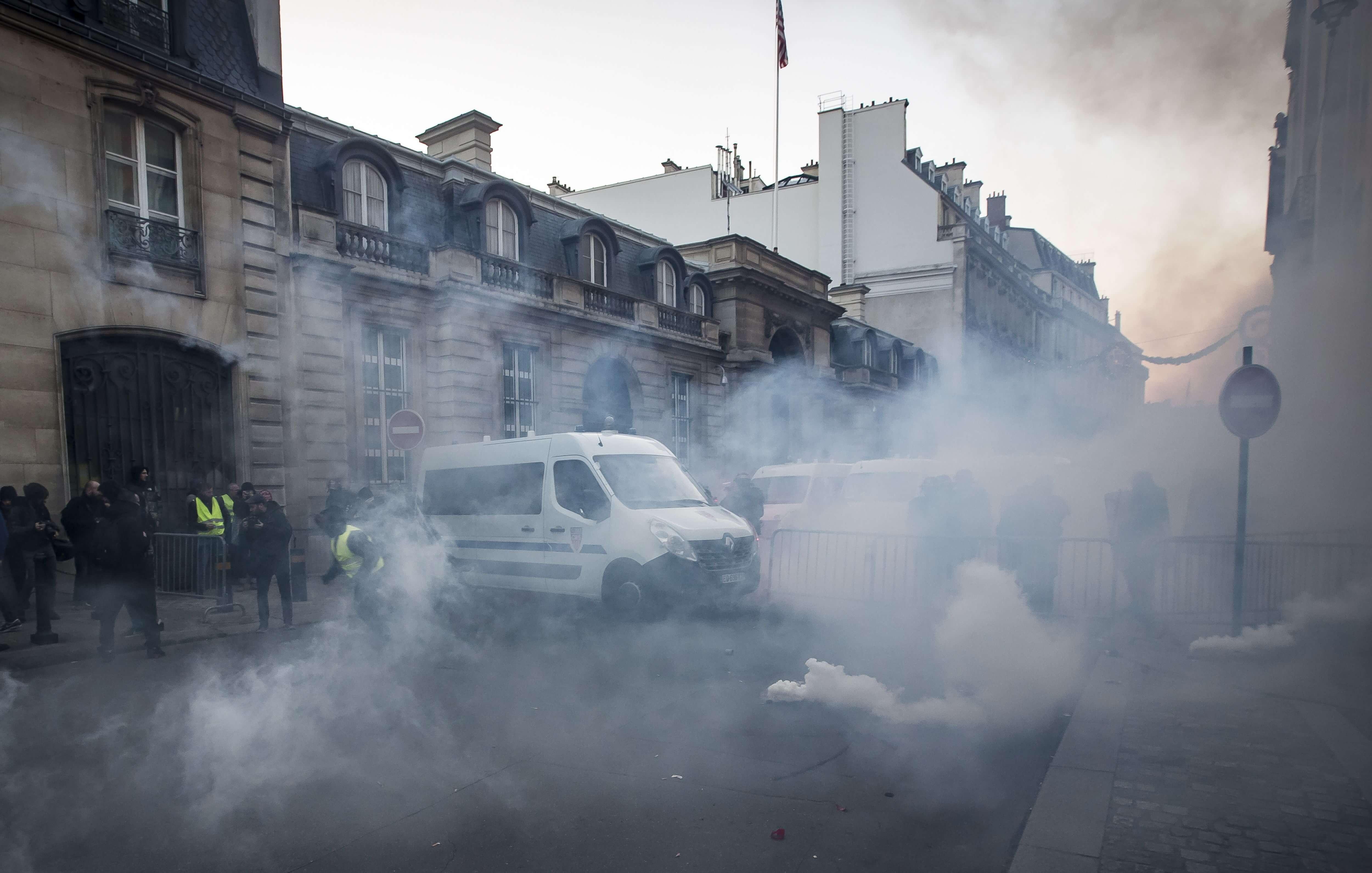 Francia: 227 heridos y 117 detenidos tras protestas contra 'gasolinazo'