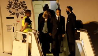 Macron, recibido por empleado aeroportuario en Argentina
