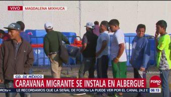Entregan desayuno a la caravana migrante en la Magdalena Mixhuca
