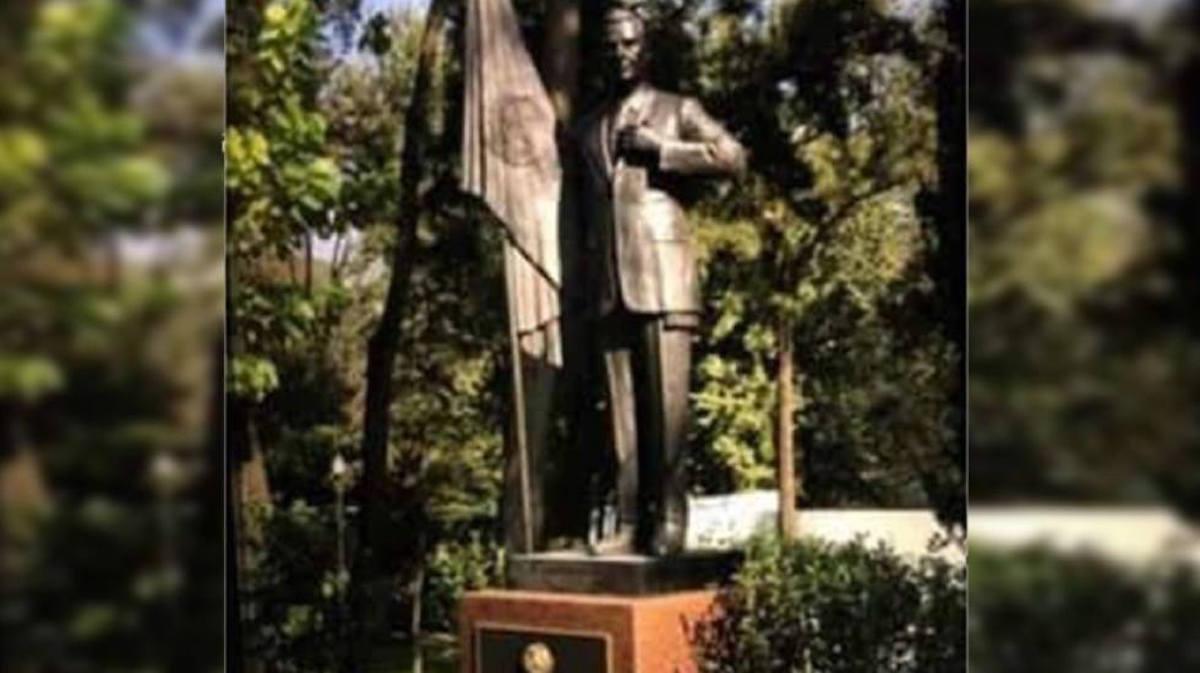 Enrique Peña Nieto Presidente Estatua EPN