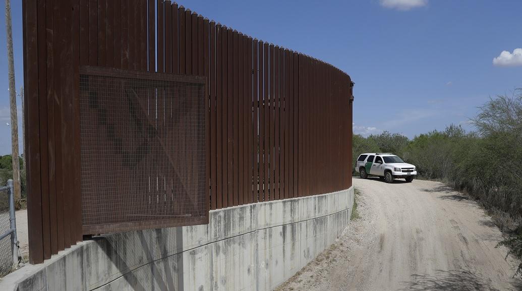 Empresa texana gana contrato para construir muro de Trump