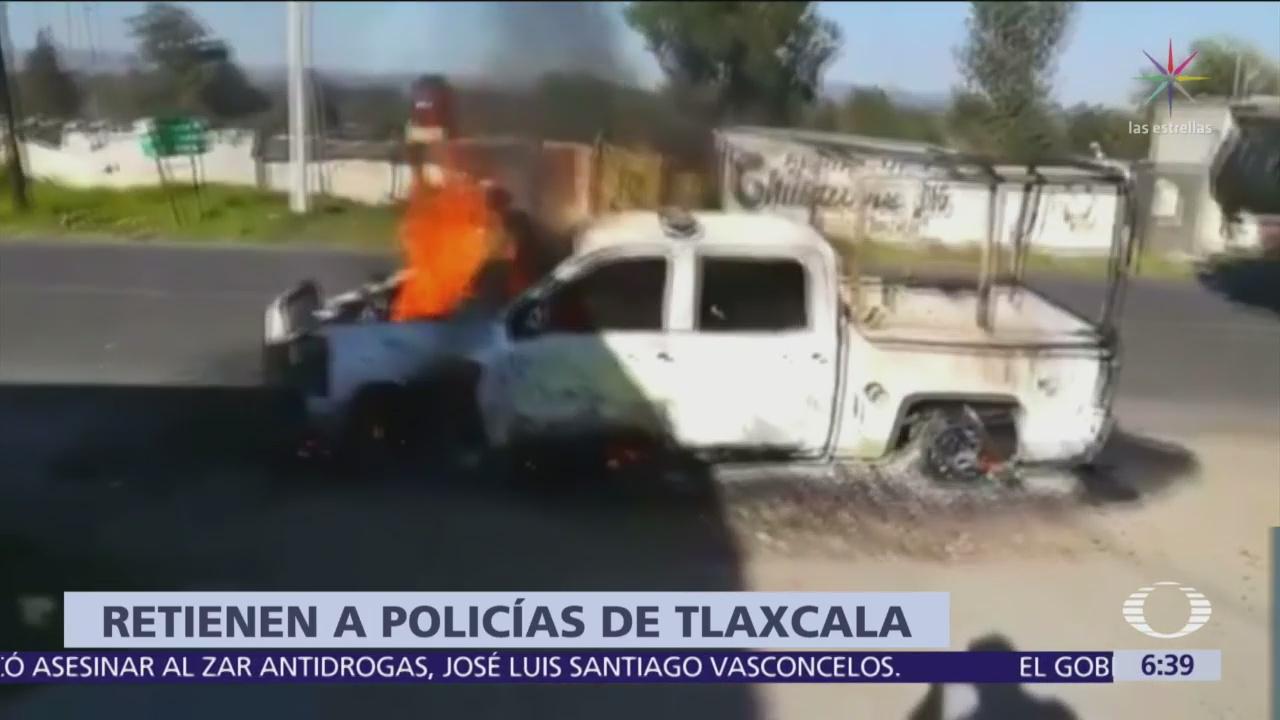 Habitantes de Tepetitla retienen a policías y queman patrulla