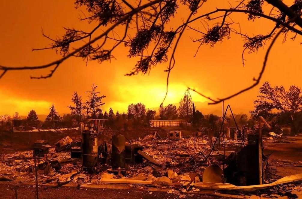 California; Incendios forestales desgarran; hay 50 muertos