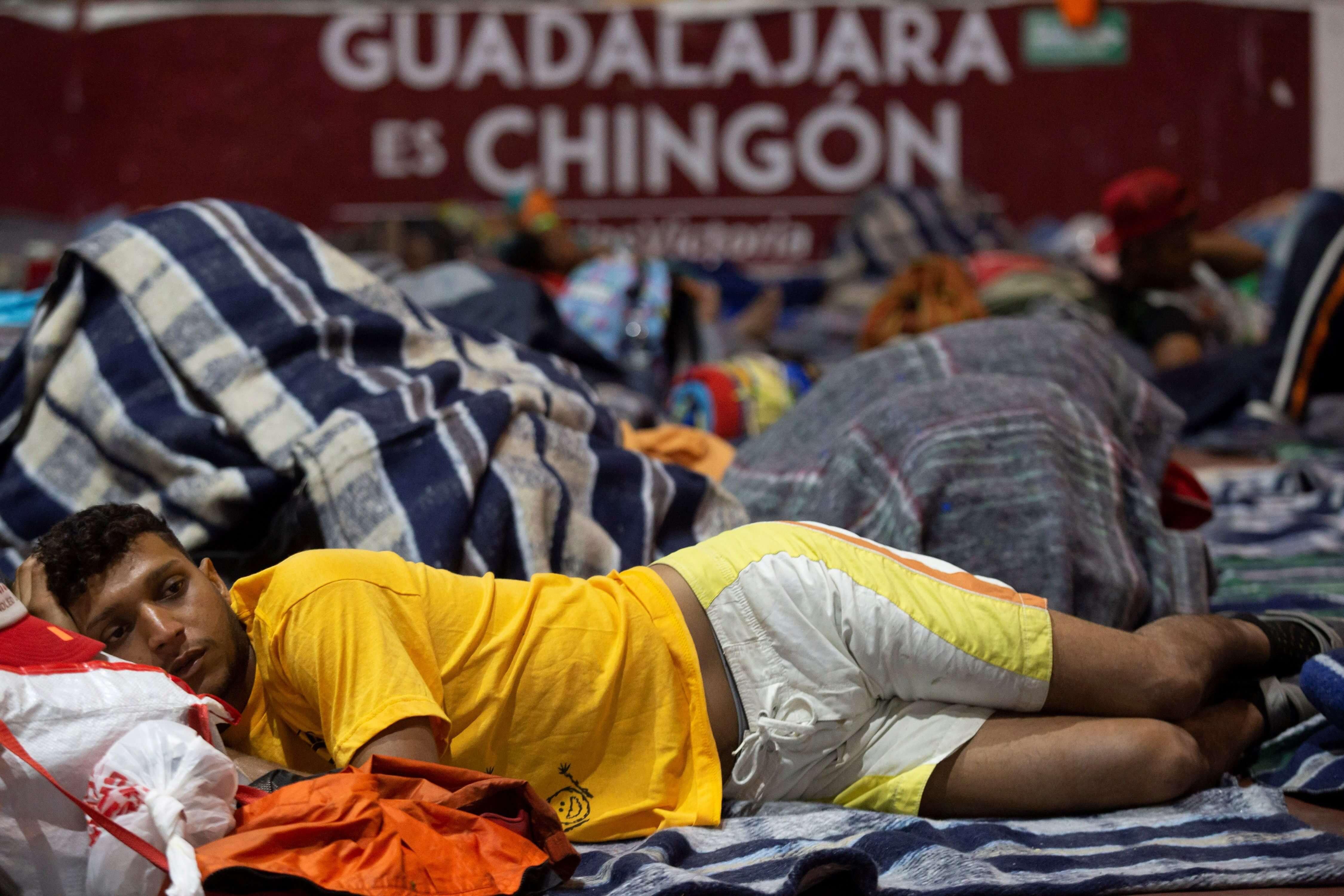 Migrantes salen de Zapopan, Jalisco, hacia Nayarit