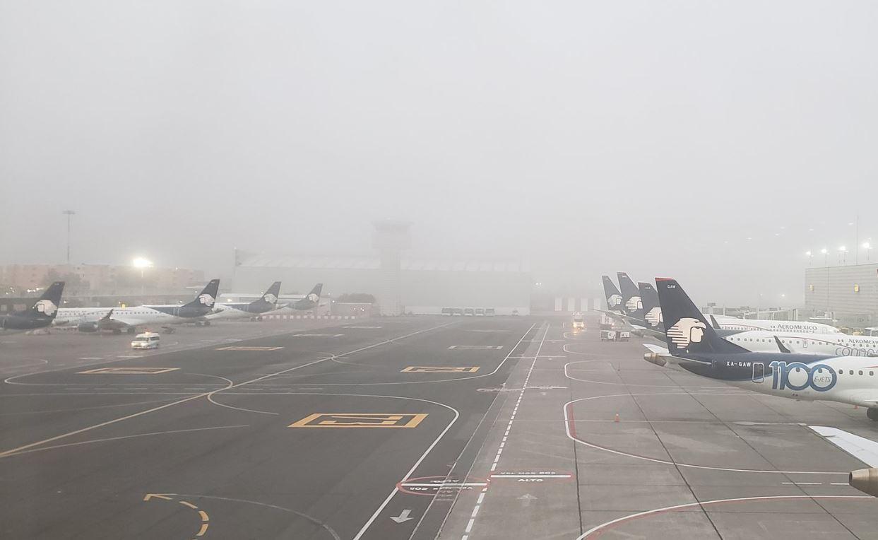 Banco de niebla afecta operaciones en el AICM