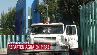 Pipas reparten agua en alcaldías de la CDMX