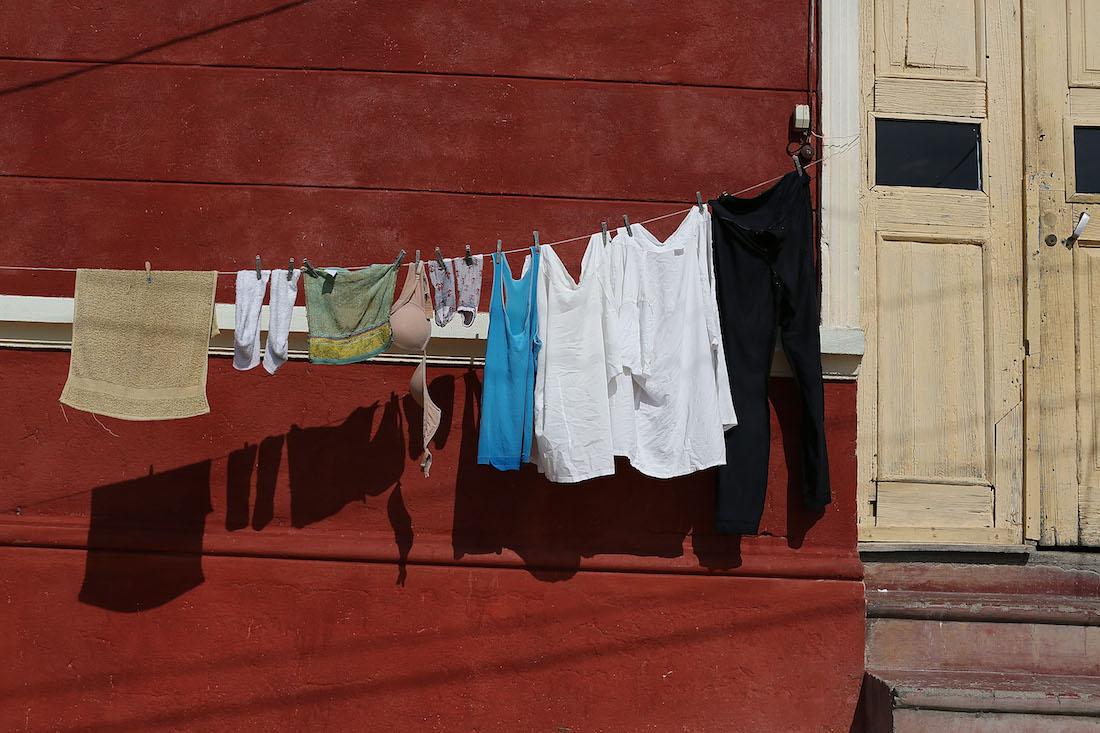 Video Obliga hija lavar ropa mano reprobar año