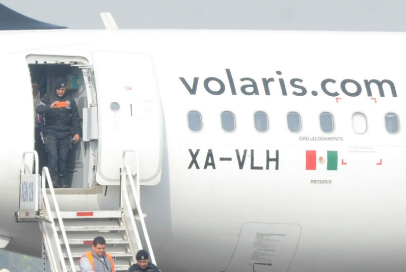 desalojan avion volaris falsa amenaza bomba