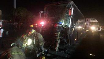 Choque de camión de pasajeros con tráiler deja 8 heridos en Jalisco