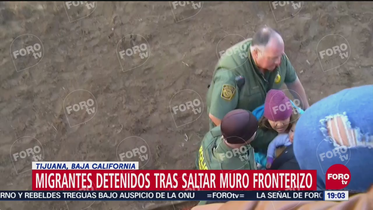 14 migrantes saltan valla fronteriza en dos horas en Tijuana