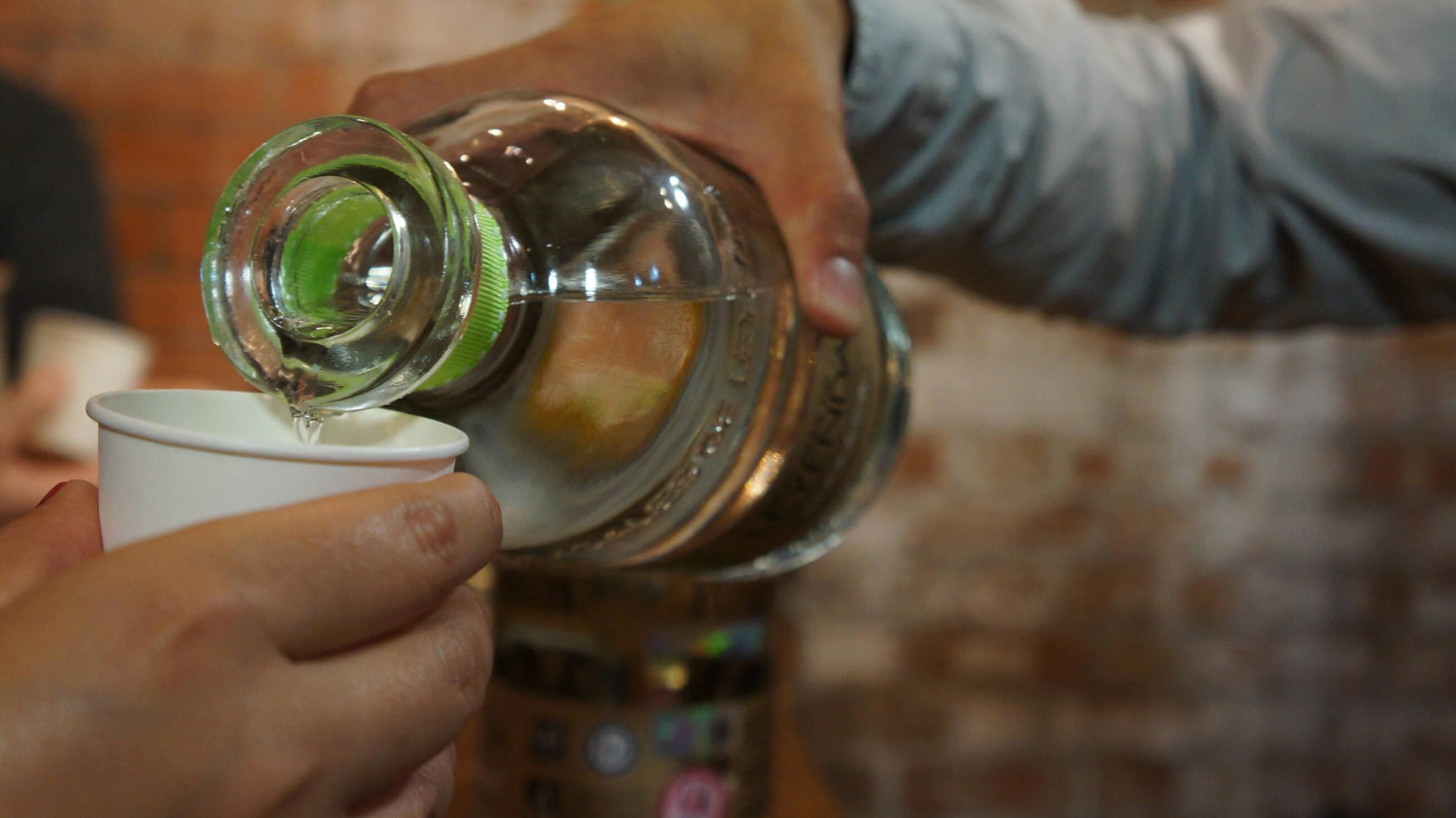 Mexicanos gastan 16% de su aguinaldo en bebidas alcohólicas