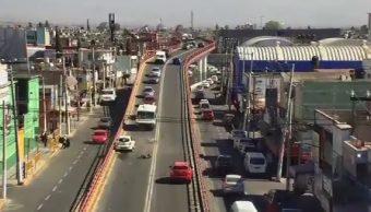 Taxi impacta de frente a motociclistas en Ecatepec, Edomex
