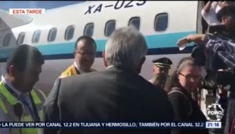 AMLO viaja en vuelo comercial por primera vez como presidente