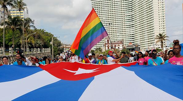 Cuba elimina de nueva Constitución matrimonio gay