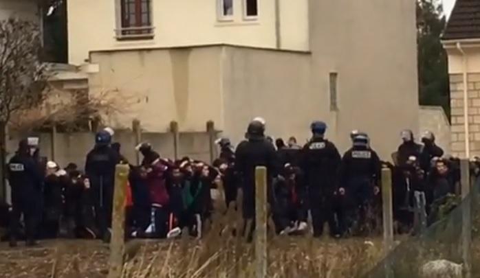 Francia: Video estudiantes arrestados y arrodillados indigna