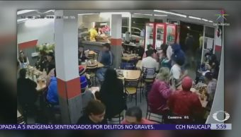 Hombres armados asaltan taquería en Nezahualcóyotl