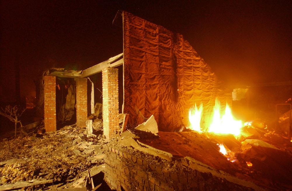 Para no ser detenidos ladrones queman casa mueren calcinados