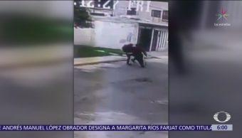Ladrón derriba y roba a una joven en Tultitlán, Estado de México