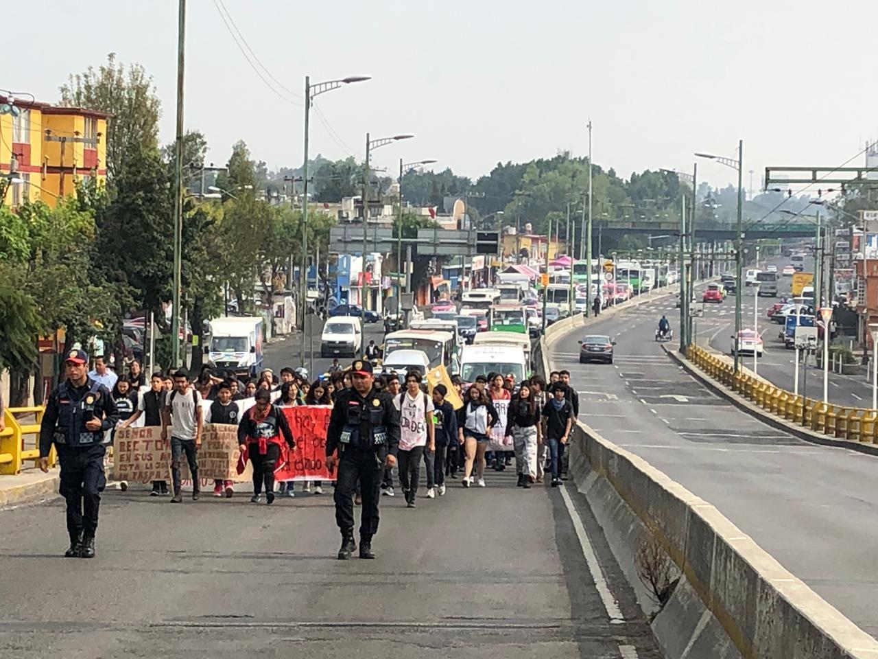 Marchan estudiantes de Prepa 2 de la UNAM