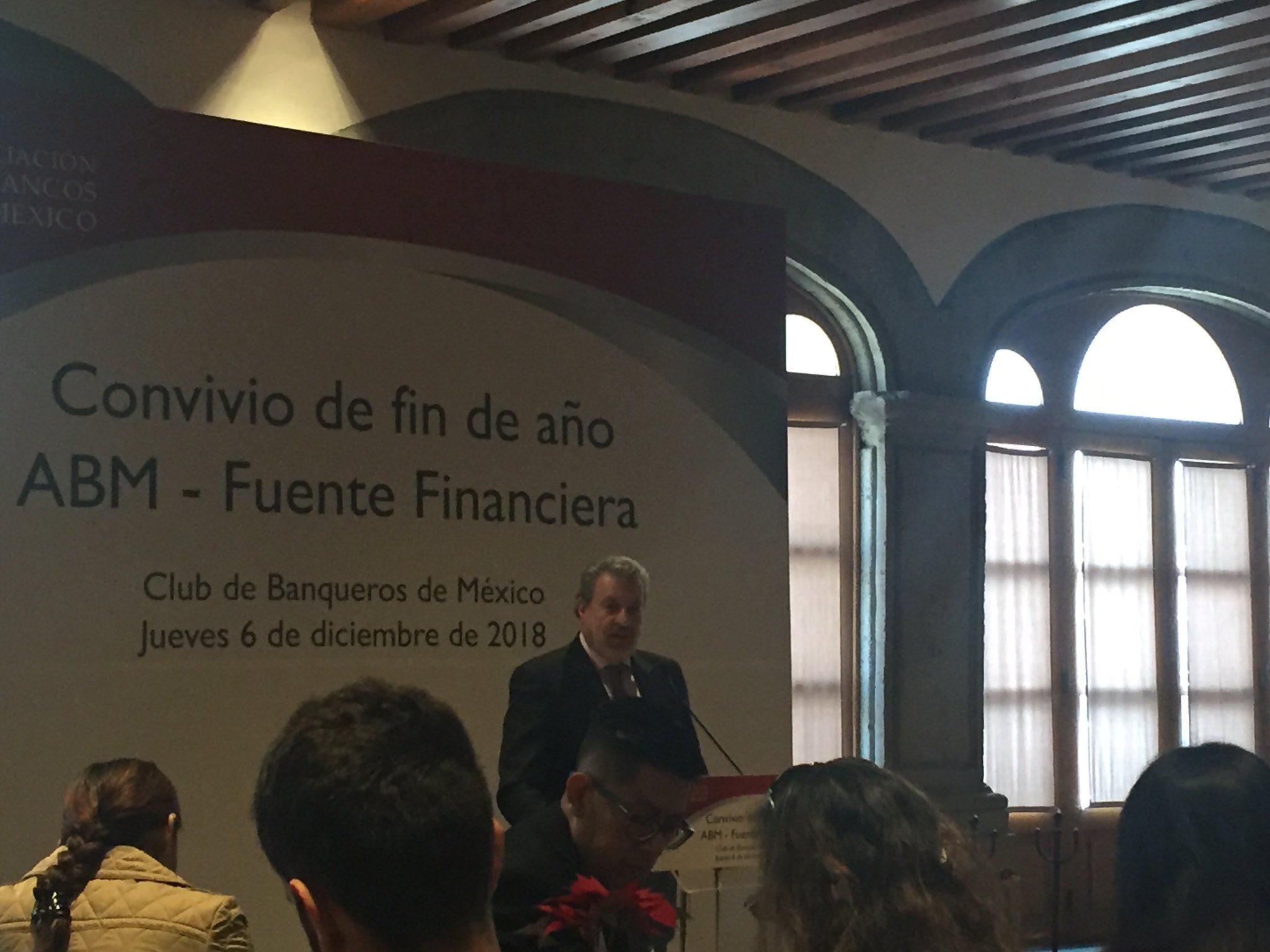 Banqueros de México dan voto de confianza al gobierno federal