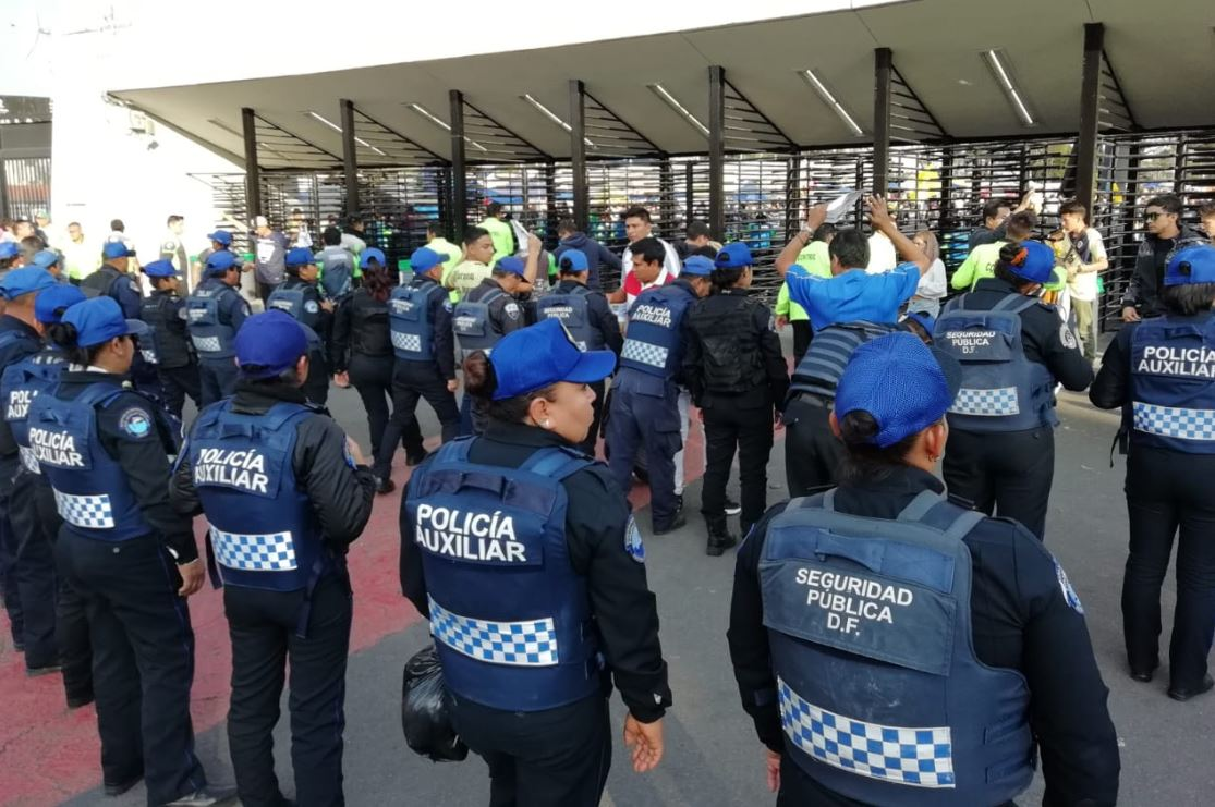 sin escudos ni cascos granaderos participan en operativo por partido america pumas
