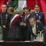 Peña Nieto felicita a AMLO y sale del Palacio Legislativo