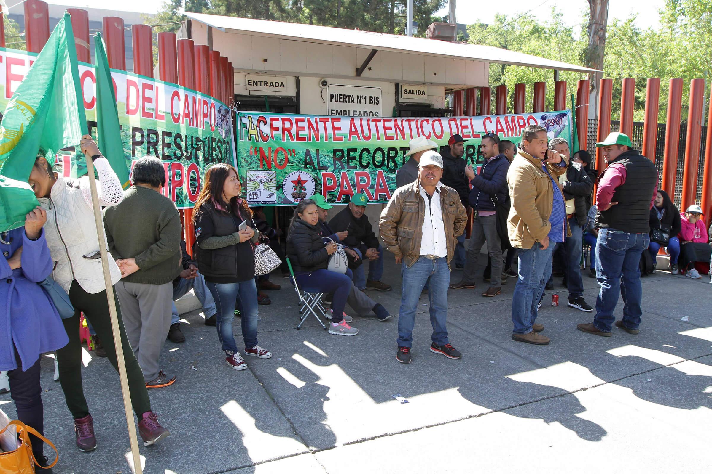 Diputados discuten Presupuesto Egresos en medio de protestas